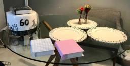 Itens decorativos (bolo fake 60 anos)