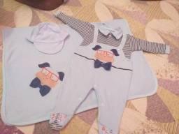 Saída maternidade e Lote de roupas de bebê menino