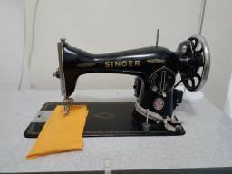 Vende-se Máquina de Costura Reta com mesa