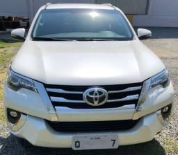 Vende-Se Toyotal Hilux SW4 - Branca - 5 Lugares (Diesel)
