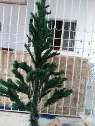 1 Árvore de Natal semi nova c/ Enfeites.