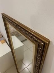 Espelho em moldura antiga