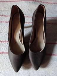 Título do anúncio: 05 Sapatos alto e 01 sapato fechado.