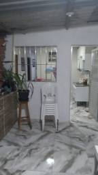M.E Alugo casa 02qts - Bairro Santo Antônio