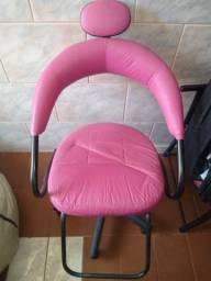 Título do anúncio:  cadeira de cabeleireiro e lavatóri Versani. Qualquer dúvida só chamar no ZAP *