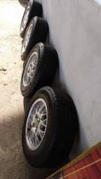4 pneus 13 Goodyear c/ rodas