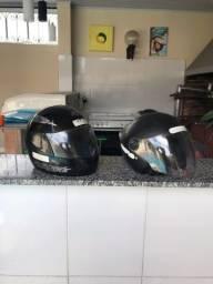 Vendo 2 capacetes R$100,00