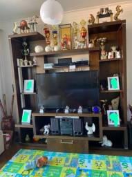 Linda estante para TV em madeira maciça
