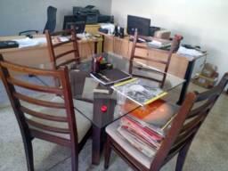 Título do anúncio: Mesa quadrada com 4 cadeiras