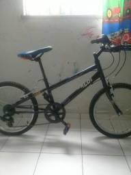 Bicicleta juvenil em otimo estado .
