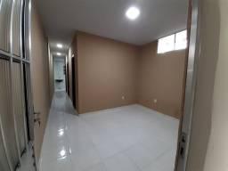 casa com 2 quartos ,sala cozinha banheiro e área conjunta...NOVA