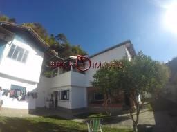 Terreno com 3 casas em Teresópolis.