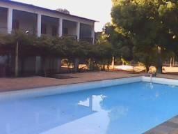 Aluga-se ou vende-se terreno com casa e piscina