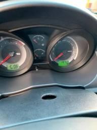 Carro Fiesta Hatch 1.6 - 2011