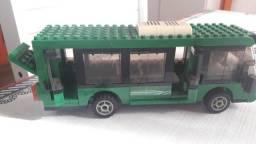 Vende-se ônibus LEGO