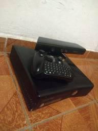 Xbox 360 4GB com Kinect e Controle sem pilha