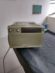 Vendo ar condicionado 7500 btu (220 volts)