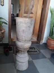 Pilão antigo de madeira