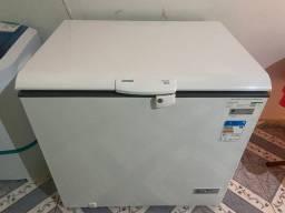 Freezer seme novo quase nem foi usado faço entrega R$1800 e 91 06 5253