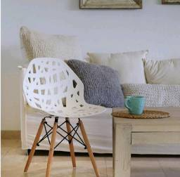 Cadeira akron pés de madeira