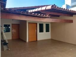 Casa com Armários Planejados - BH - B. Vila Clóris - 3 qts - 3 Vagas