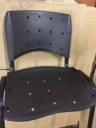 4 Cadeiras com assento rachado