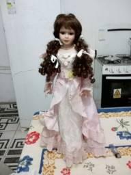 boneca com rosto de porcelana