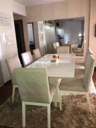 Mesa de jantar laqueada