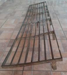 Rampa para garagem e portão de metalon