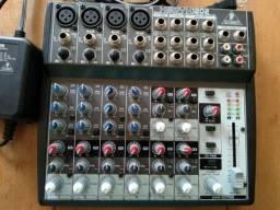 Mesa de som Behringer Xenyx 1202