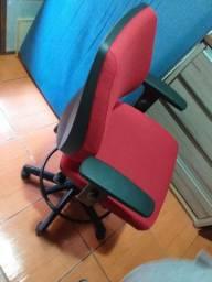 Vendo cadeira caixa nova nunca usada marca cavalleti ( entrego )