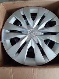 Rodas de ferro e calotas originais do Toyota Yaris