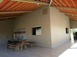 Casa a venda em condomínio fechado, com acesso ao lago Corumbá em Caldas Novas Goiás