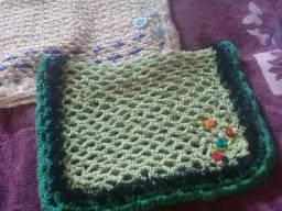 Troco tapetes por capa de almofadas pra sofa