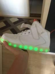 Tenis LED Novo