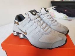 Nike Shox NZ 4 Cinza e Dourado, tamanho 41-42, usado