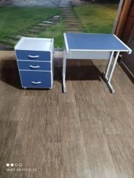 Mesa de computador com gaveteiro de arquivos