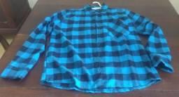 Duas camisas xadrez flanela