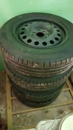 Jogo de rodas aro 14 com pneus Dunlop e Carlota
