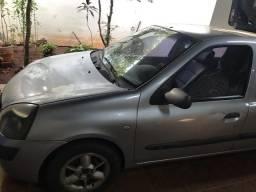 Renault Clio Sedan 2004/2005 R$8.000,00 - 2005