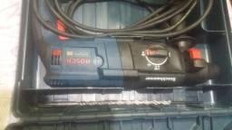Furadeira de impacto Bosch zerada nuca usa estou vendendo pq ela e 220 volts