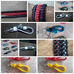 Chaveiro e pulseiras trançados