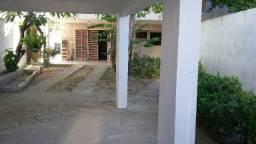 Casa em dois pavimentos excelente localização 350 m. da beira mar
