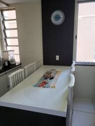 Mesa em MDF com Painel Integrado + 5 cadeiras