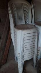 Vende se 20 cadeiras 1 quadro branco