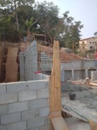 Empreiteira construção dá fundação ao acabamento