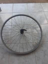 Quadro de bicicleta de alumínio e par de aros 20 ( também de alumínio)