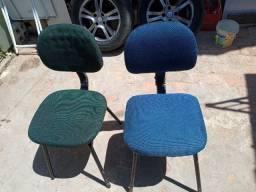Cadeiras com encosto