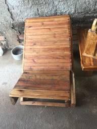 Mesa de madeira só tem essas peças