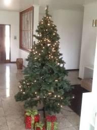 Arvore de natal 2,40m de altura c/ iluminação comprada nos USA e caixas de presente